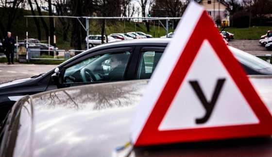 Сдача экзамена по вождению на автодроме